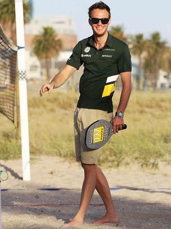 Giedo van der Garde, Caterham F1 Team tennist op het strand