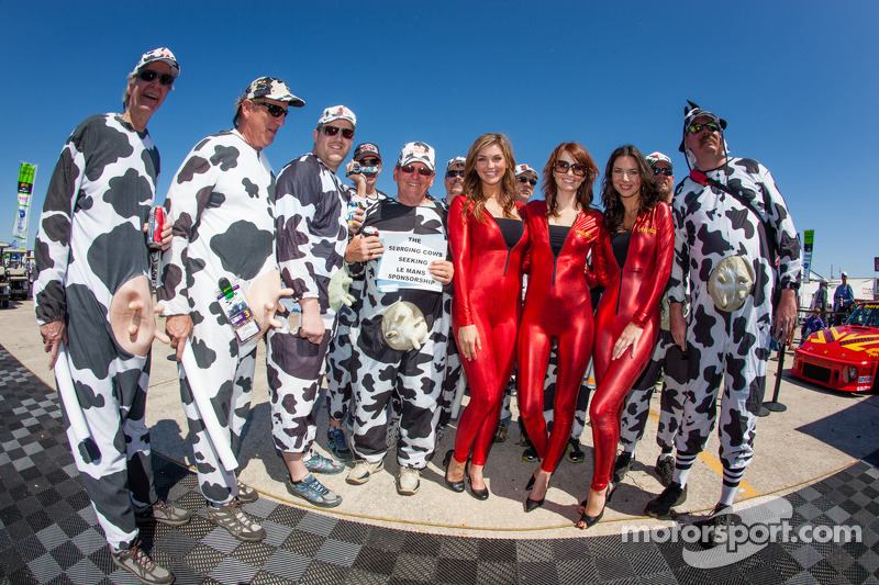 The charming MOMO girls with Paige Duke with the famous Team Bovine crew