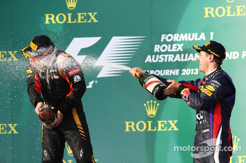 (L naar R): Kimi Raikkonen, Lotus F1 Team en Sebastian Vettel, Red Bull Racing vieren feest op het podium
