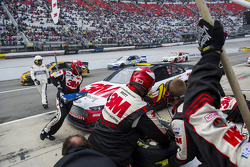 Greg Biffle, Roush Fenway Racing Ford pitstop