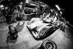 Pit stop for #1 Audi Sport Team Joest Audi R18 e-tron quattro: Marcel Fässler, Benoit Tréluyer, Oliver Jarvis