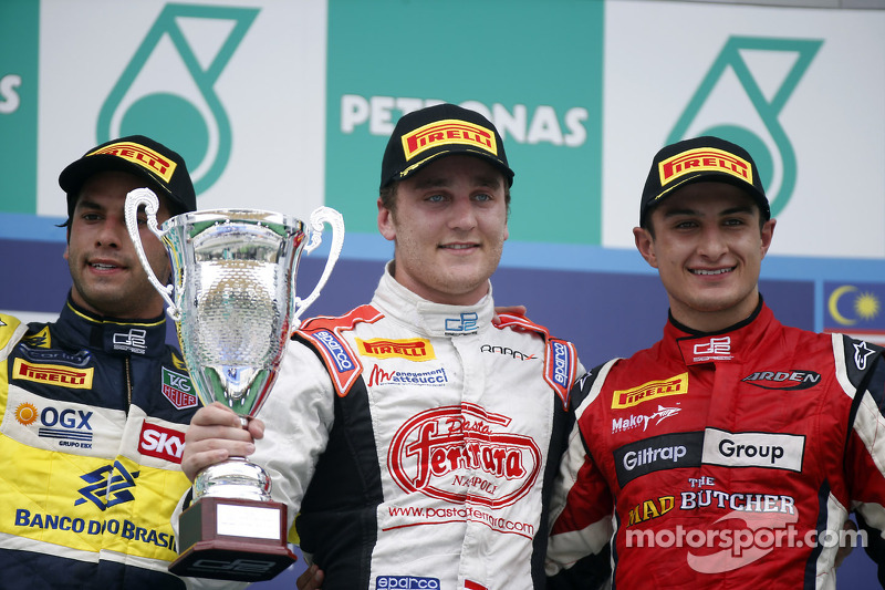 Стефано Колетти, Фелипе Наср и Митч Эванс. Сепанг, воскресенье, после гонки.