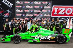 Pós-corrida: vencedor James Hinchcliffe, Andretti Autosport Chevrolet, comemora com sua namorada Kir