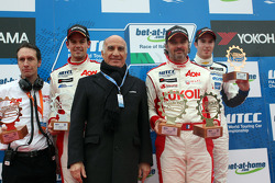 Yvan Muller, Chevrolet Cruze 1.6T, bamboo-engineering with Dr. Angelo Sticchi Damiani, Aci Csai President