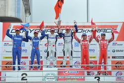 GT500 Pódio: vencedores Takuya Izawa, Takashi Kogure, segunda posição Toshihiro Kaneishi, Koudai Tsukakoshi terceira posição Masataka Yanagida, Ronnie Quintarelli