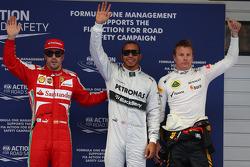 Ganador de la pole Lewis Hamilton, Mercedes AMG F1  Kimi Raikkonen, Lotus F1 Team  segundo y Fernando Alonso, Ferrari tercero