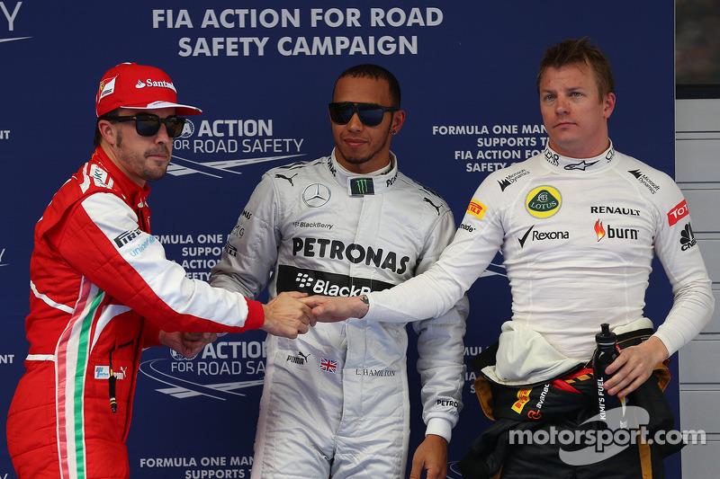 Pole position para Lewis Hamilton, Mercedes AMG F1, segundo Kimi Raikkonen, Lotus F1 Team y tercero,