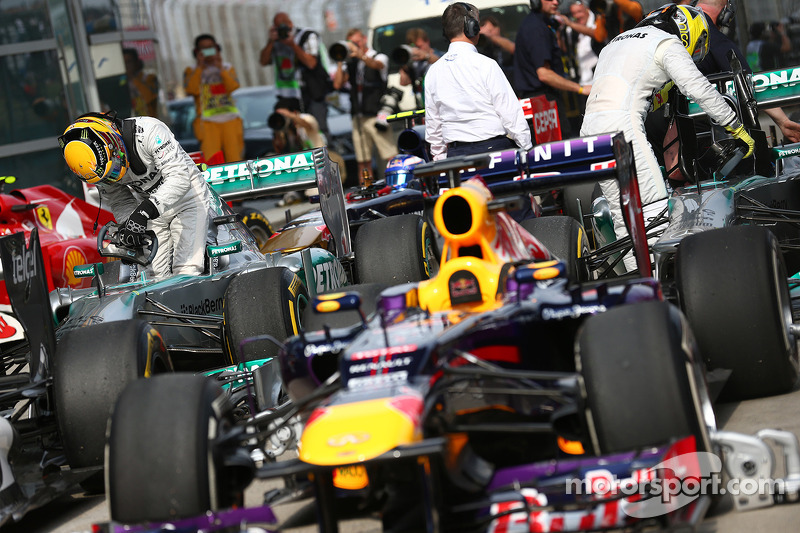 Ganador de la pole position Lewis Hamilton, Mercedes AMG F1