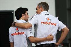 Sergio Perez, McLaren com Martin Whitmarsh, CEO da McLaren