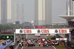 grid before start, race