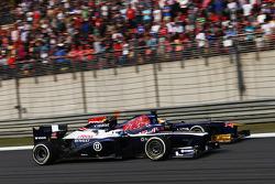Valtteri Bottas, Williams FW35 and Jean-Eric Vergne, Scuderia Toro Rosso STR8 battle for position