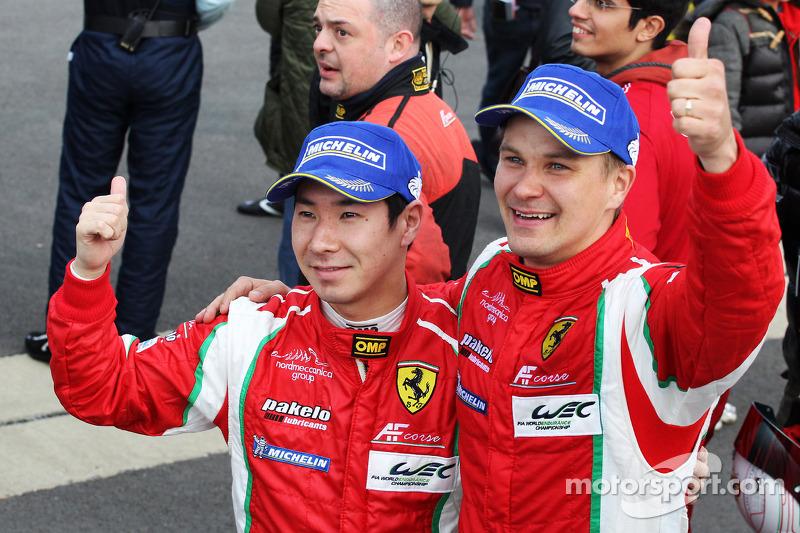 Камуи Кобаяши и Тони Виландер. Сильверстоун, воскресенье, после гонки.