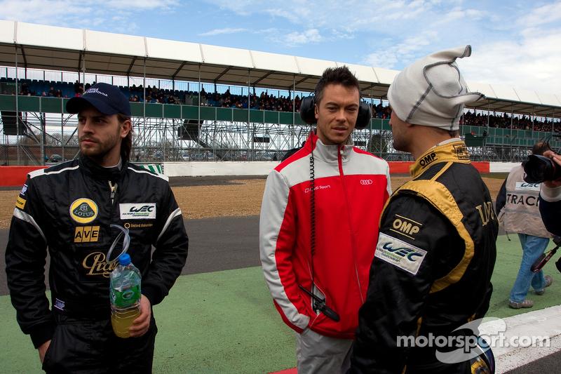 Дидье Андре и Витантонио Льюцци. Сильверстоун, воскресенье, перед гонкой.
