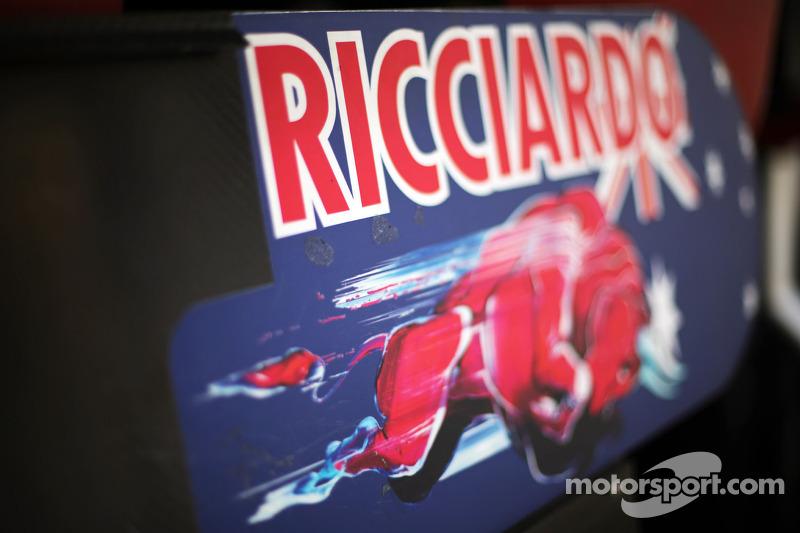 Pit board for Daniel Ricciardo, Scuderia Toro Rosso