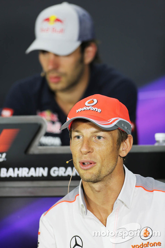 Jenson Button, McLaren na coletiva de imprensa da FIA