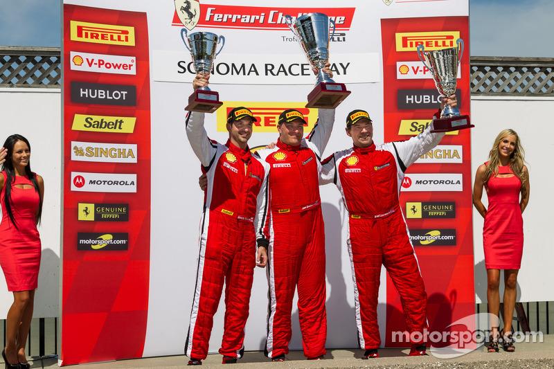 458 CS podium: 1e plaats Jon Becker, 2e plaats Brent Lawrence, 3e plaats Marc Muzzo