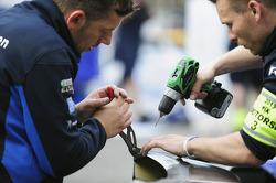 Volkswagen Motorsport teamleden aan het werk