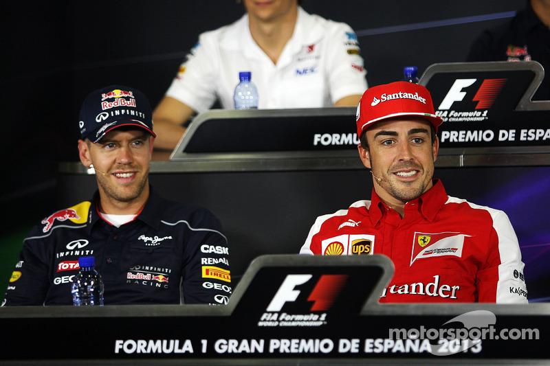 (L naar R): Sebastian Vettel, Red Bull Racing met Fernando Alonso, Ferrari bij de FIA-persconferenti