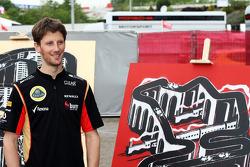 Romain Grosjean, Lotus F1 Team with the work of an artist