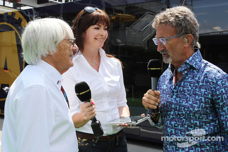 (L naar R): Bernie Ecclestone, CEO Formula One Group, met Suzi Perry, BBC F1-presentatrice en Eddie Jordan, BBC-expert