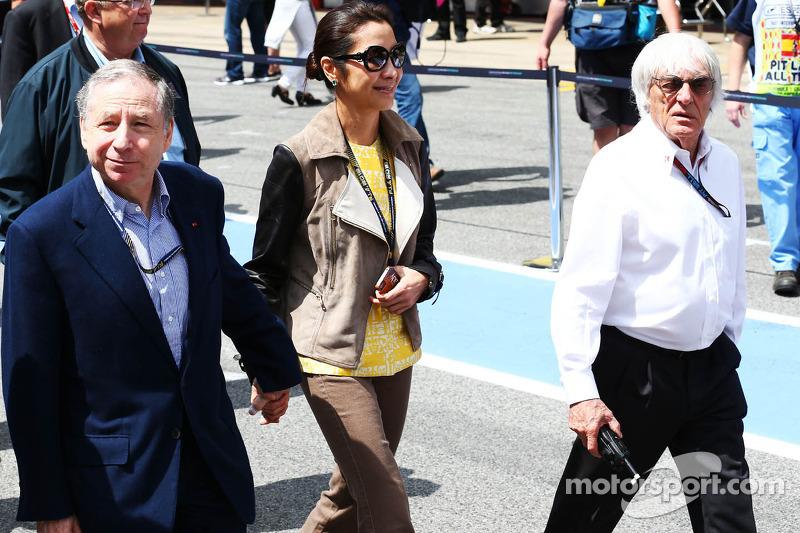 (L naar R): Jean Todt, FIA President met Michelle Yeoh, en Bernie Ecclestone, CEO Formula One Group (FOM)