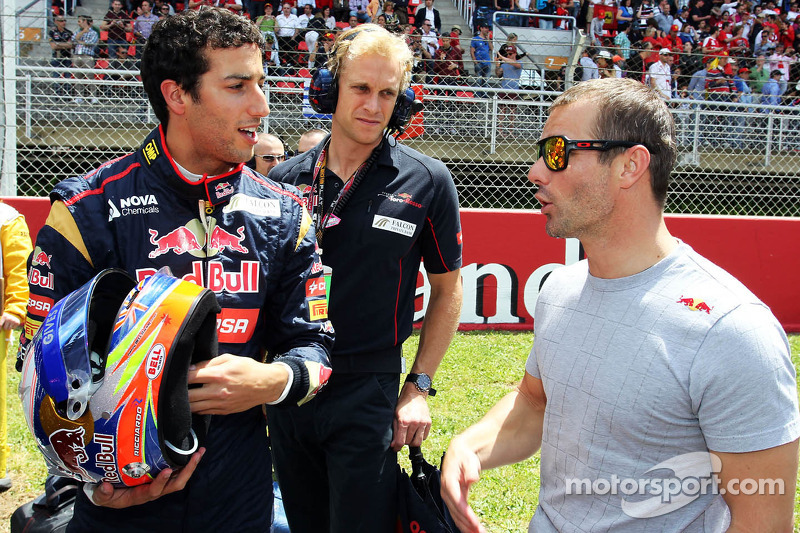 (L to R): Daniel Ricciardo, Scuderia Toro Rosso STR8 with Sebastien Loeb, Porsche AG on the grid