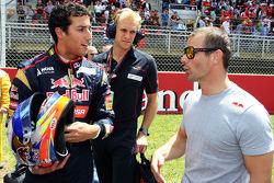 (Da esquerda para direita): Daniel Ricciardo, Scuderia Toro Rosso STR8, com Sebastien Loeb, Porsche AG, no grid