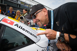Alex Wesselsky, Cyndie Allemann's co-host on the TV show 'Auftrag Auto', has fun on the starting grid
