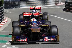 Jean-Eric Vergne, Scuderia Toro Rosso STR8 leads team mate Daniel Ricciardo, Scuderia Toro Rosso STR8