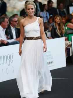 Jennifer Beck, namorada de Adrian Sutil, Sahara Force India F1 no lançamento da Amber Fashion Show