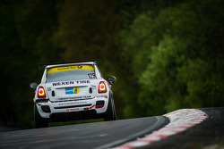 #129 Nexen Tire Motorsport MINI Cooper JCW (SP2T): Ralf Zensen, Julian Dercks, Lothar Wilms, Christopher Peters
