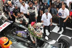 Tony Kanaan, KV Racing Technologies celebra