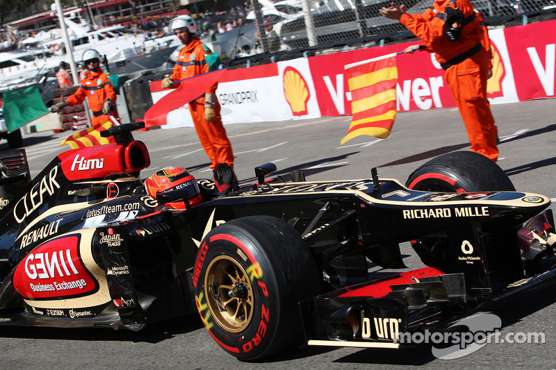 Kimi Raikkonen, Lotus F1 E21 celebrates at the end of the race
