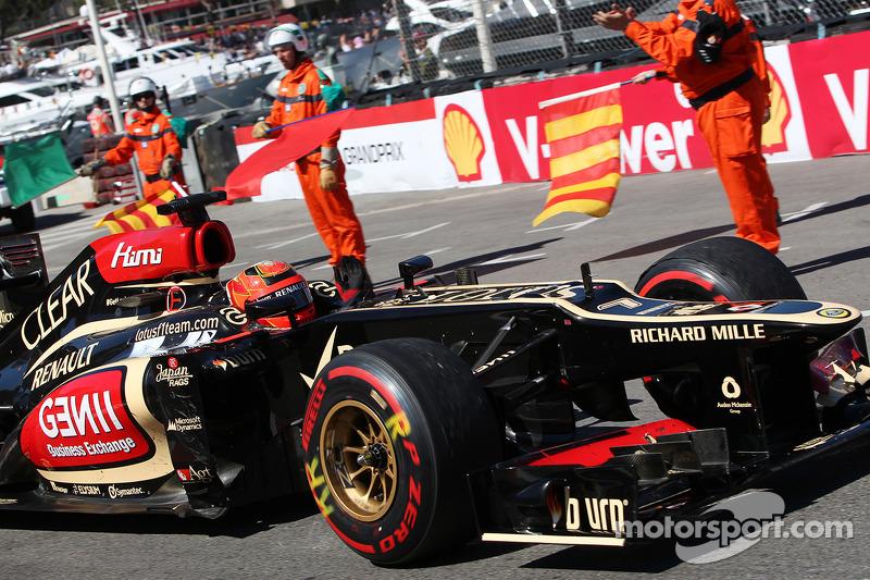 Kimi Raikkonen, Lotus F1 E21 celebrates at the end of the race
