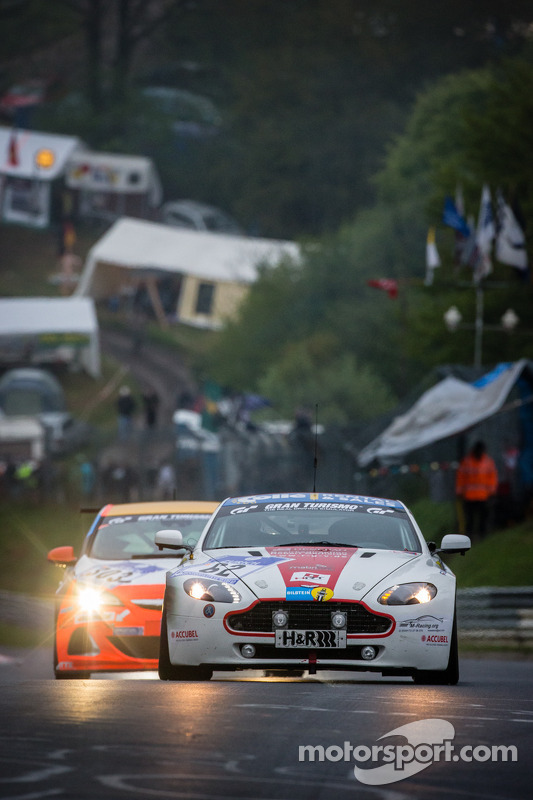 #62 Rheydter Club für Motorsport Aston Martin Vantage GT4 (SP10): Stefan Kenntemich, Kim Hauschild