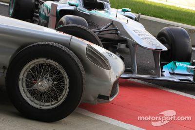 Stirling Moss e Lewis Hamilton em evento especial