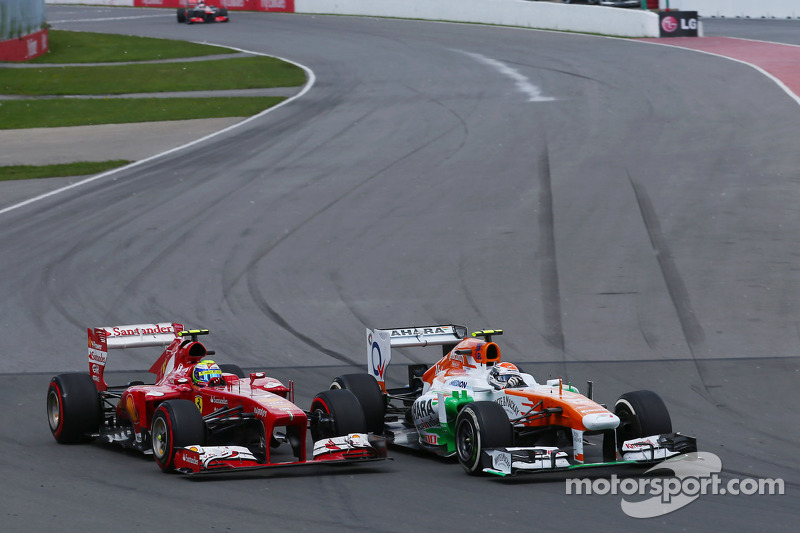 Adrian Sutil, Sahara Force India VJM06 and Felipe Massa, Ferrari F138 battle for position