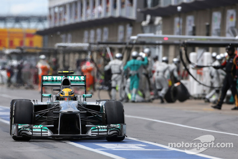 Lewis Hamilton, Mercedes Grand Prix during pitstop