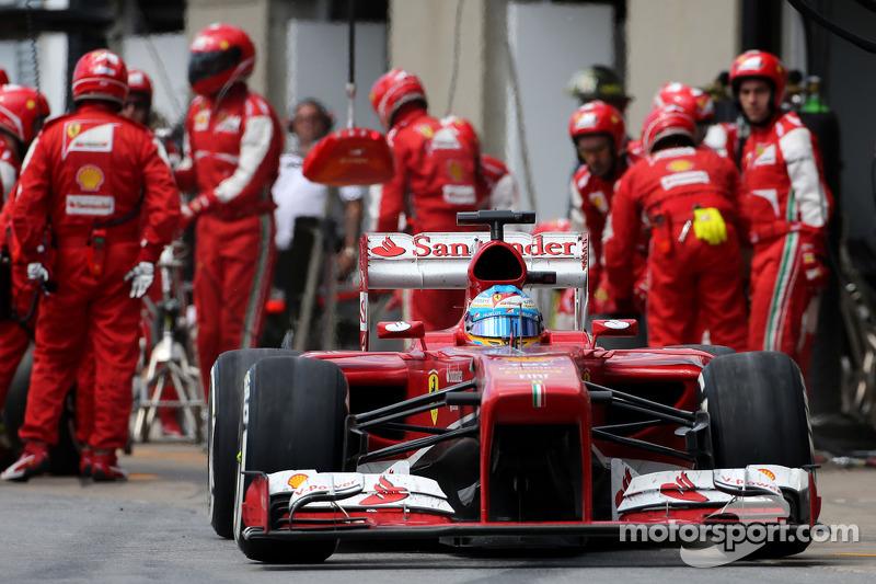 Fernando Alonso, Scuderia Ferrari during pitstop