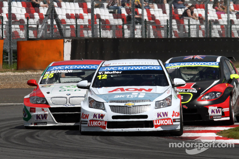 Yvan Muller, BMW E90 320 TC, Proteam Racing and Robert Huff, SEAT Leon WTCC, ALL-INKL.COM Munnich Motorsport