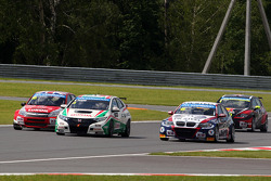 James Thompson, Lada Granta, LADA Sport Lukoil, Gabriele Tarquini, Honda Civic, Honda Racing Team J.A.S. and Tom Coronel, BMW E90 320 TC, ROAL Motorsport