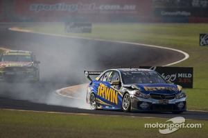Trouble for Lee Holdsworth, Erebus Motorsport