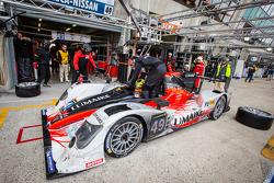 Pit stop #49 Pecom Racing Oreca 03 Nissan: Nicolas Minassian, Luis Perez-Companc, Pierre Kaffer