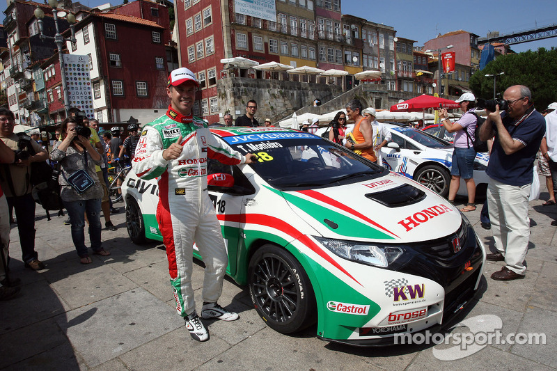 City parade, Tiago Monteiro, Honda Civic Super 2000 TC, Honda Racing Team Jas