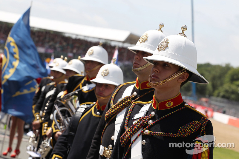 Brass band op de grid voor de start van de race