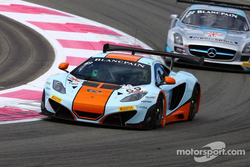 #69 Gulf Racing: Adam Carroll, Nico Verdonck, Rob Bell, McLaren MP4-12C