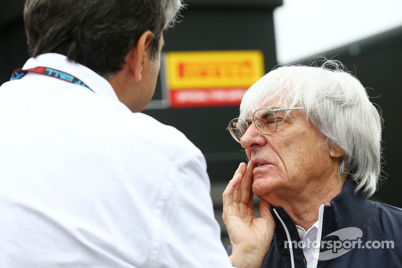 Bernie Ecclestone, CEO Formula One Group, met Pasquale Lattuneddu, of the FOM