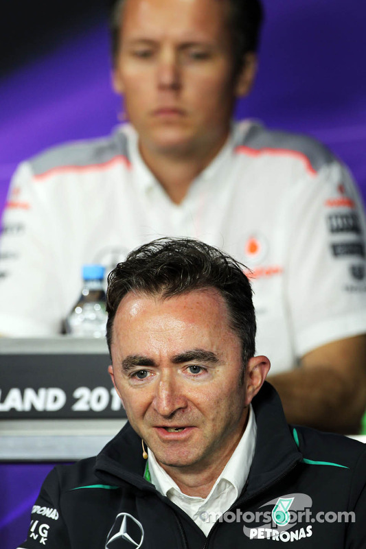 Paddy Lowe, Mercedes AMG F1 Executive Director, na coletiva da FIA