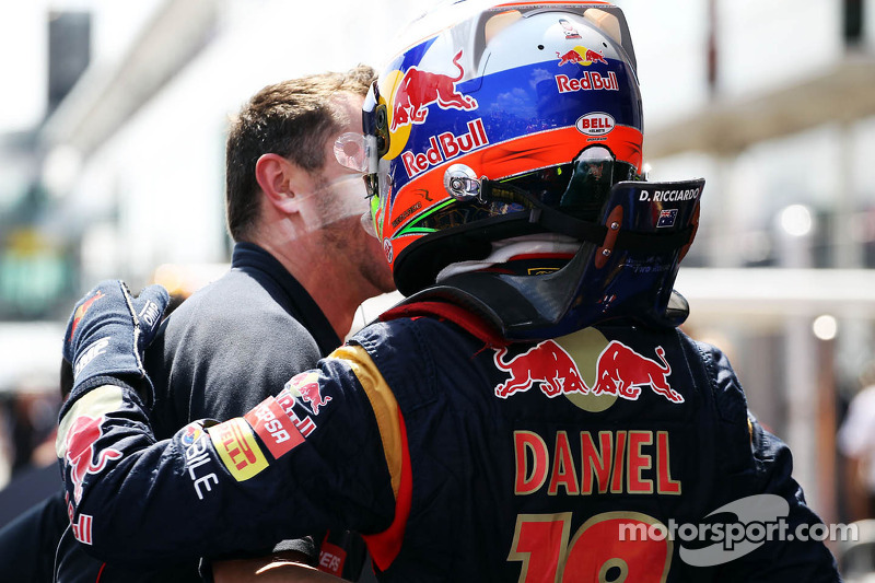 Daniel Ricciardo, Scuderia Toro Rosso celebrates his sixth position in qualifying parc ferme