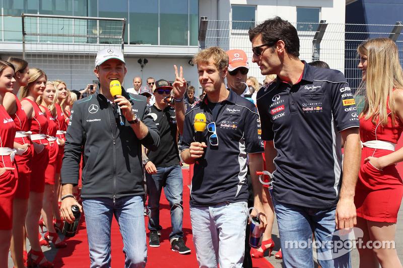 (L naar R): Nico Rosberg, Mercedes AMG F1, Sebastian Vettel, Red Bull Racing, Jenson Button, McLaren en Mark Webber, Red Bull Racing bij de rijdersparade